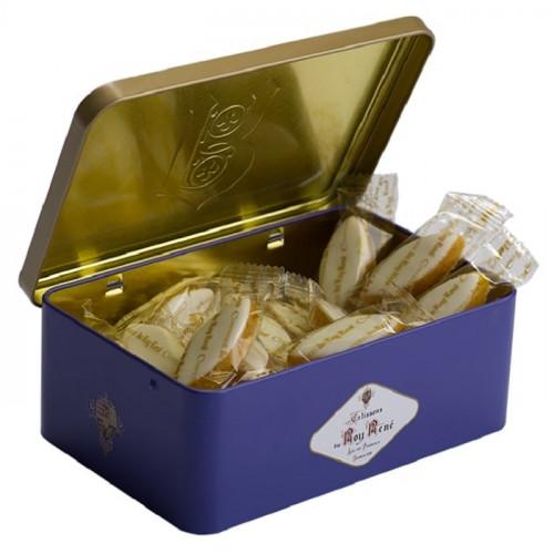 Boîte en métal ouverte de Calissons d'Aix du Roy René