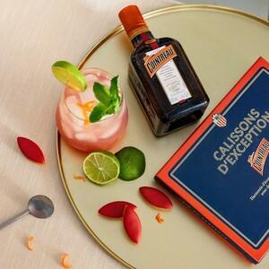 Le Roy René x Cointreau ⚜️🍸  Avez-vous goûté notre nouvelle création imaginée avec la fameuse liqueur d'orange amère Cointreau ? Des Calissons d'exception à offrir dans leur beau coffret 🥰  Disponibles dans toutes nos boutiques et sur notre site web ✅  #calissons #calisson #cointreau #liqueur #savoirfaire #création #collaboration #collab #orangeamère #orange #cocktail #aixenprovence #aix #angers #recette #leroyrené #gastronomie #délicieux #cadeau #fêtes #noël #coffret