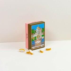 🌞 Les boîtes collector du Roy René 🌞  La Provence, c'est aussi la Côte d'Azur, ses façades chaudes et colorées de la belle ville de Nice 🌊  #provence #boîtecollector #ville #collection #muse #inspiration #hommage #tradition #calisson #calissons #leroyrené #confiserie #nice #nissa #france #artisan #artisanat #savoirfaire